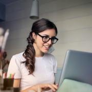 customer-using-laptop