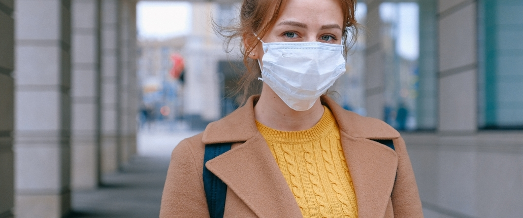 traveler woman wearing a mask